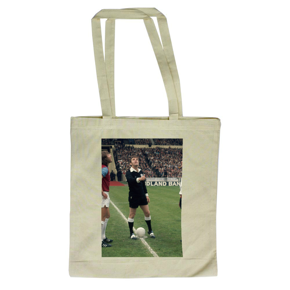FA Cup Final : West Ham v Fulham, May 1975. The referee tosses a coin.. Tote Bag