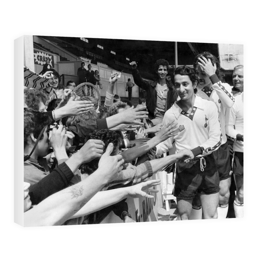 Osvaldo Ardiles greets Spurs fans, July 1978 Canvas