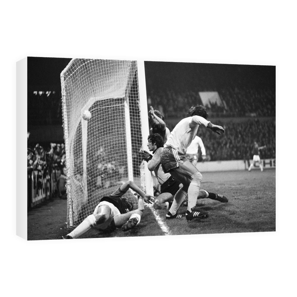European Cup Winners Cup. West Ham v Ararat Yerevan, 5th November 1975. Canvas
