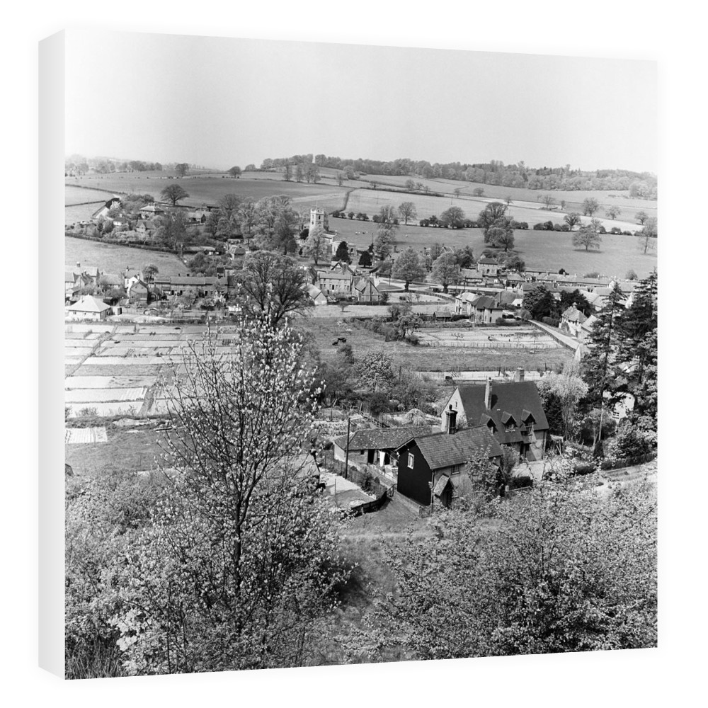 Views of Aldbury Village, near Tring in.. Canvas