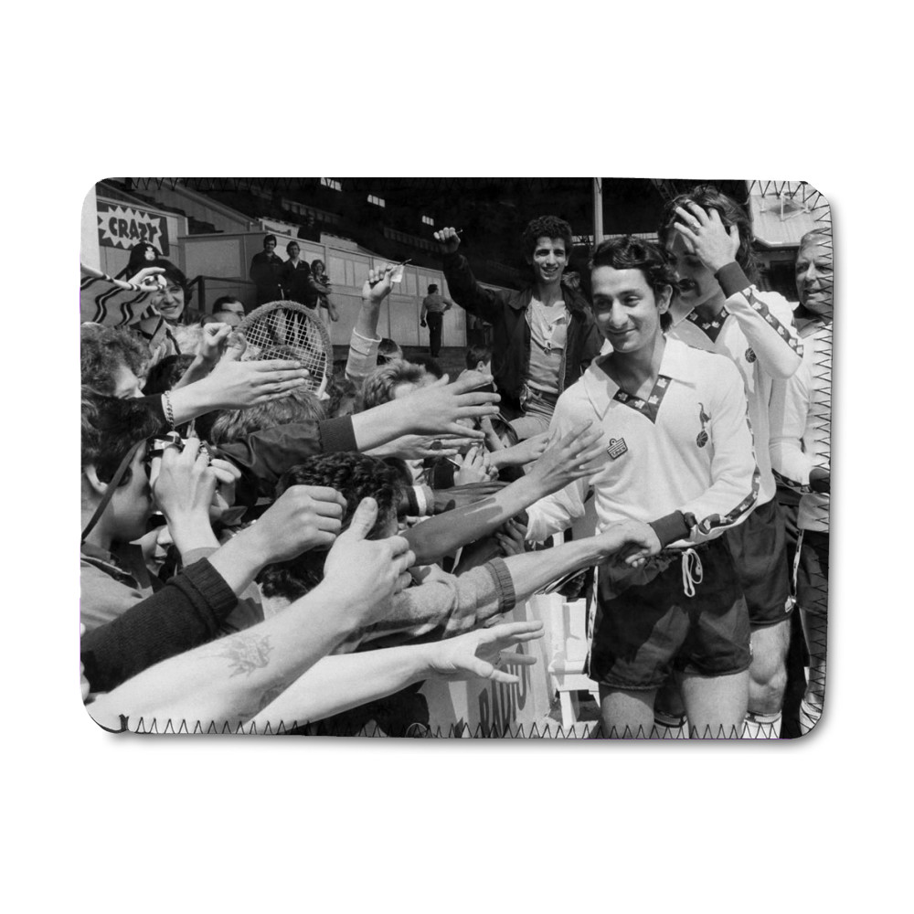 Osvaldo Ardiles greets Spurs fans, July 1978 iPad Sleeve