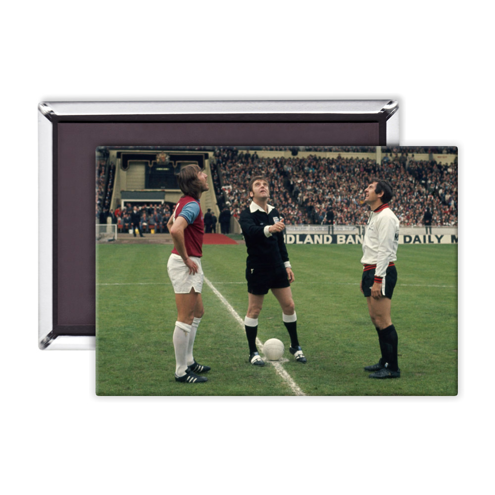 FA Cup Final : West Ham v Fulham, May 1975. The referee tosses a coin.. Magnet