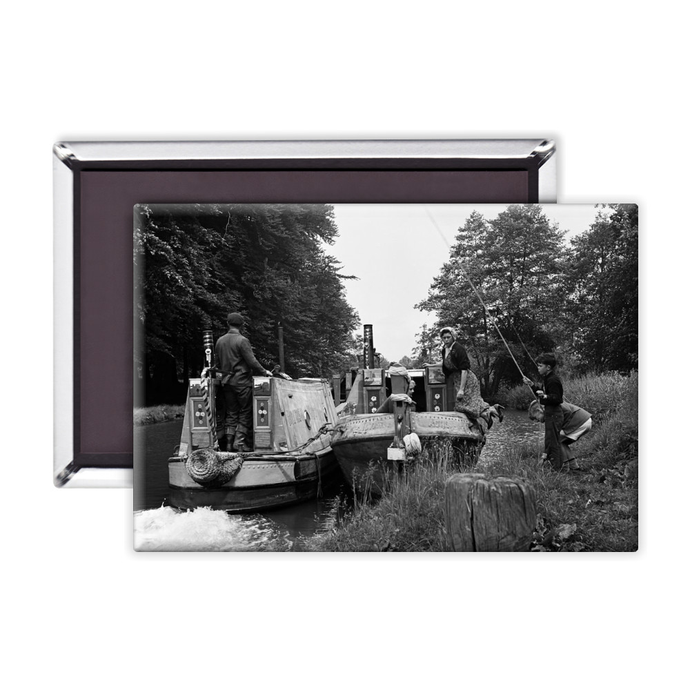 Views along the Grand Union Canal, in.. Magnet