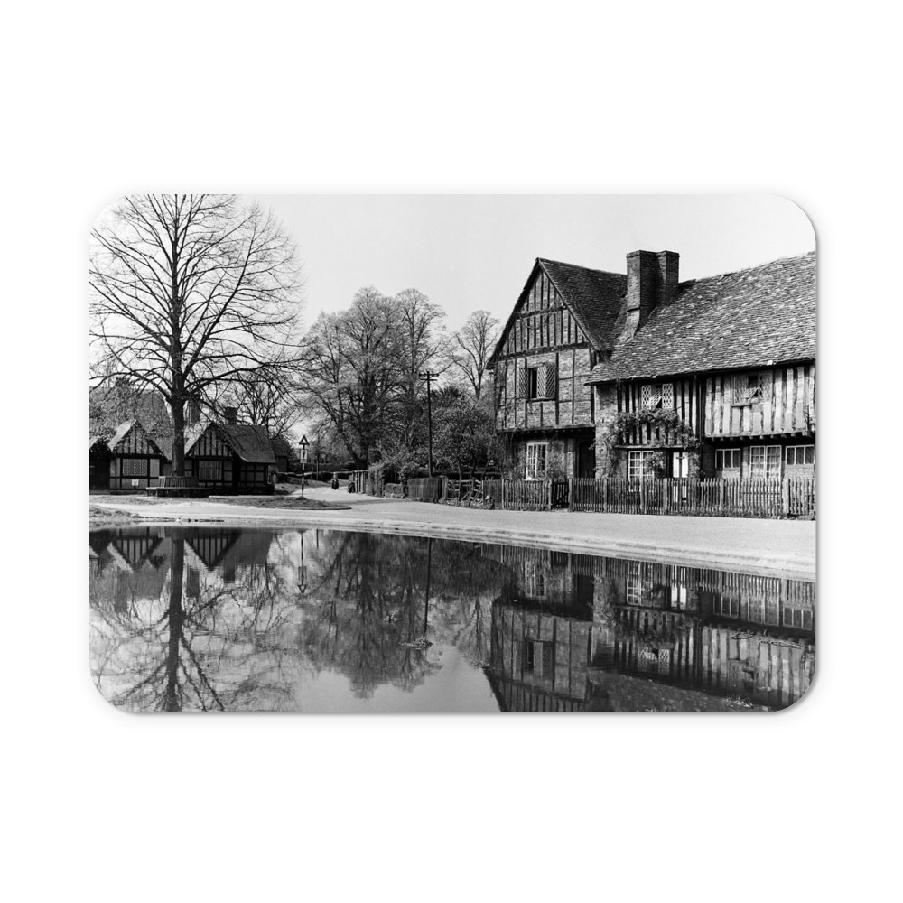 Views of Aldbury Village, near Tring in.. Mousemat