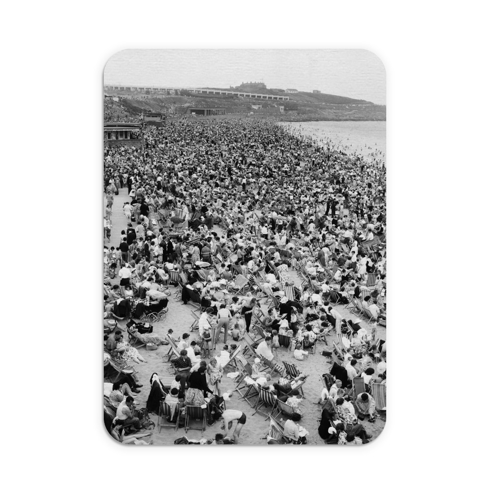 Holiday Crowds at Barry Island: The fantastic holiday crowds which took.. Mousemat