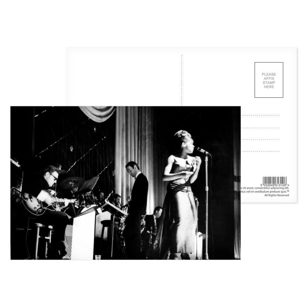 Shirley Bassey Postcard (x8)
