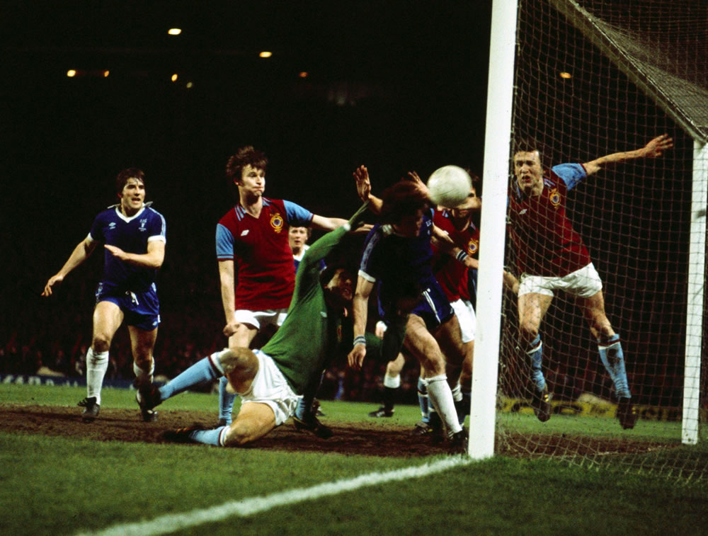 1977 League Cup Final Second Replay at.. Art Print