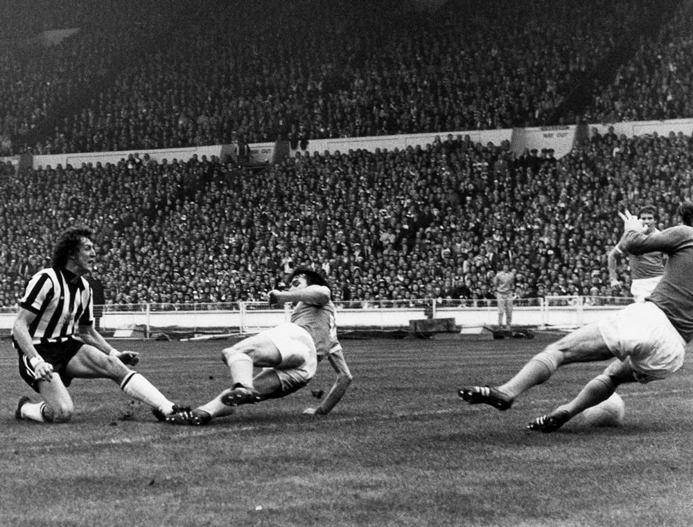 1976 League Cup Final at Wembley Stadium. Manchester City 2 v Newcastle.. Art Print