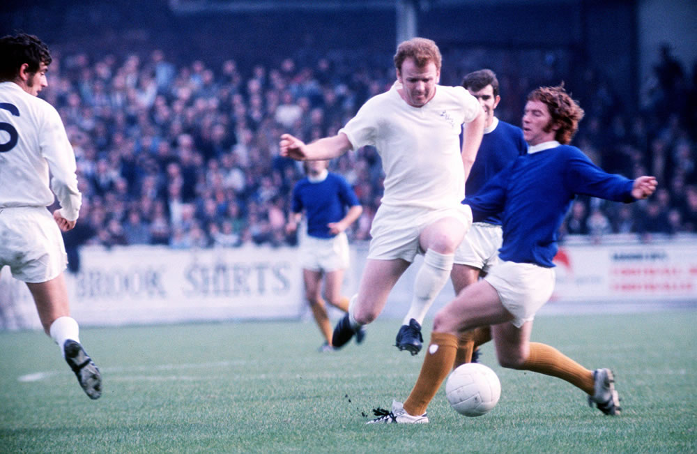 Billy Bremner of Leeds and Alan Ball of.. Art Print