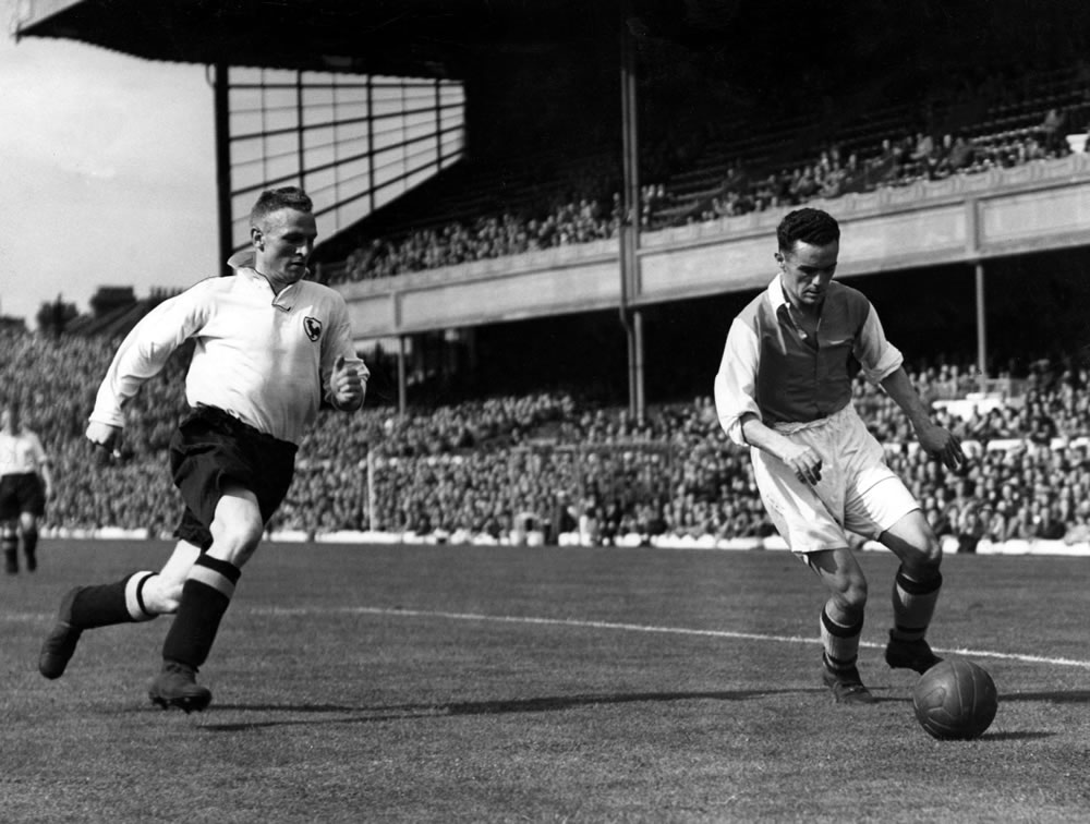Sport - Football - Arsenal - Arsenal's Welsh international Bryn Jones wins.. Art Print