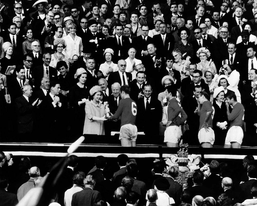 1966 World Cup Final : Queen Elizabeth II and Bobby Moore Art Print