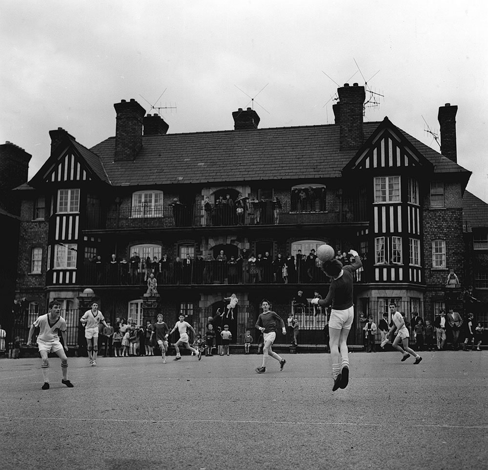 Bill Shankly watched a game of Street football from a flat above Eldon.. Art Print