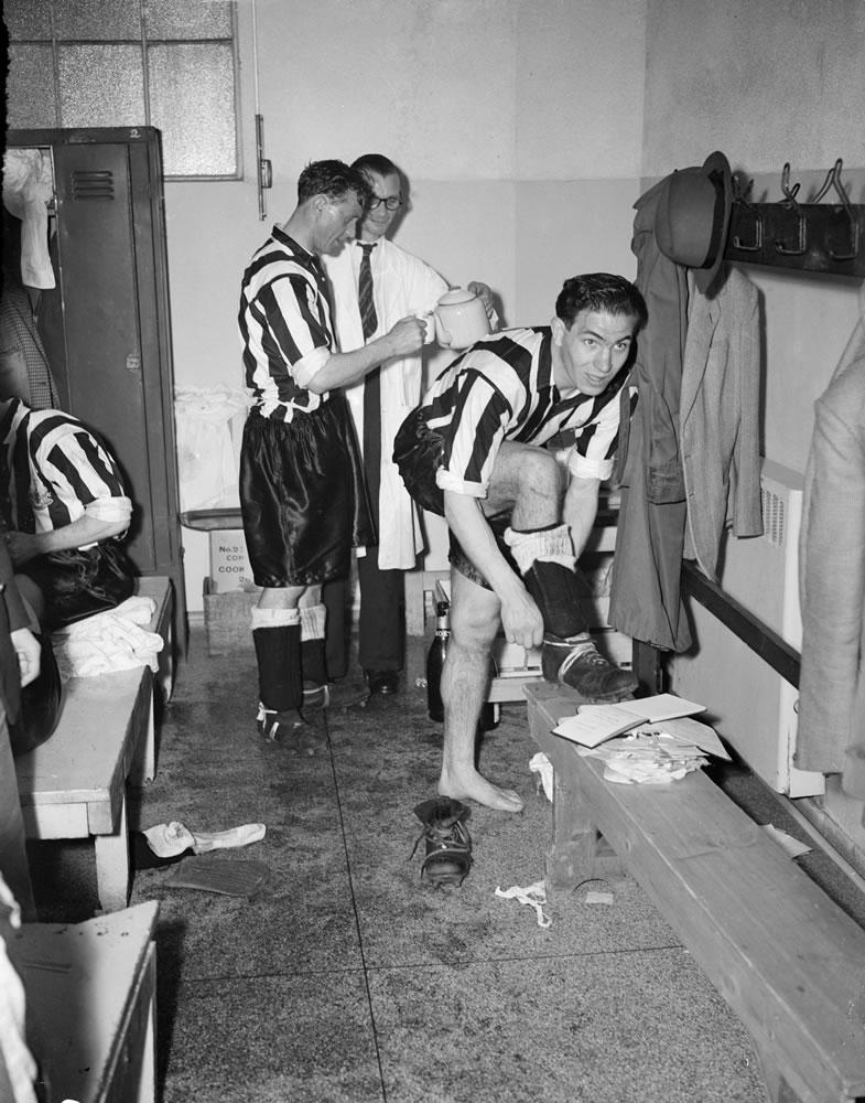 1952 FA Cup Final at Wembley Stadium. Newcastle United 1 v Arsenal 0... Art Print