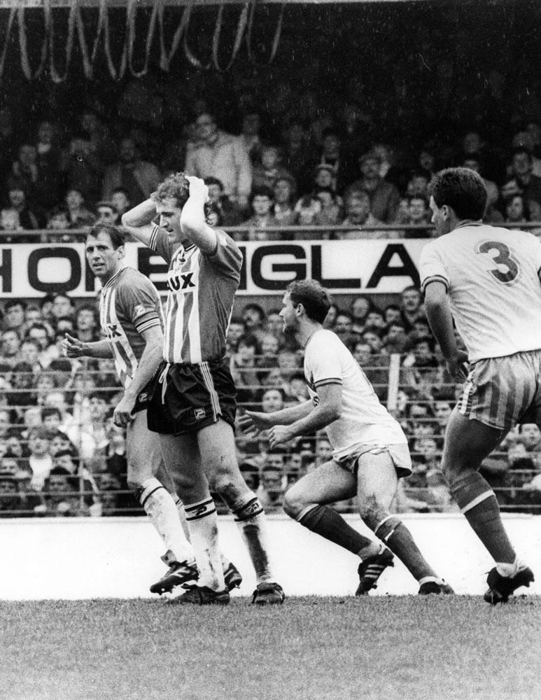 Sunderland Associated Football Club : Action from Sunderland v Gillingham,.. Art Print
