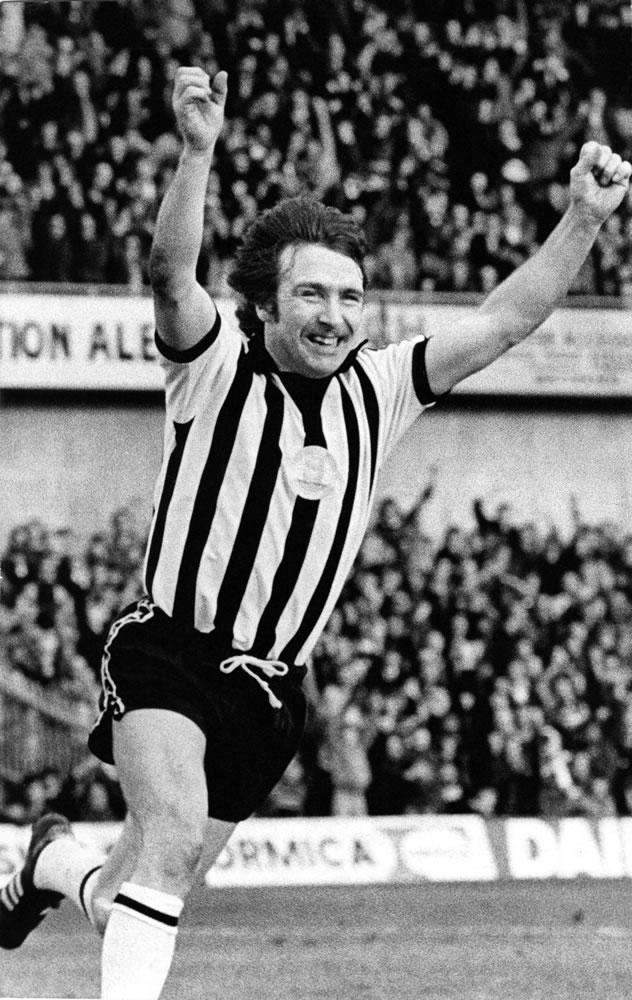 Alan Shoulder of Newcastle United celebrates scoring circa 1979. Peter.. Art Print