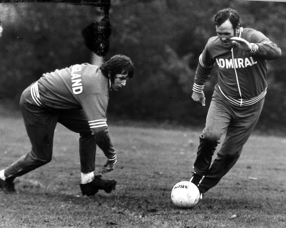 Don Revie joins in on the training to beat Mick Channon, May 1976 Art Print