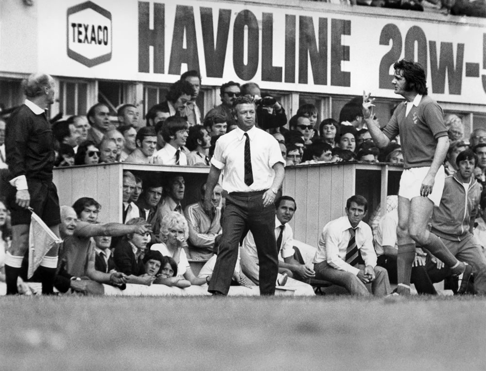 Derby v. Everton. Roger Kenyon disgusted after Derby's 2nd goal. Linesman.. Art Print