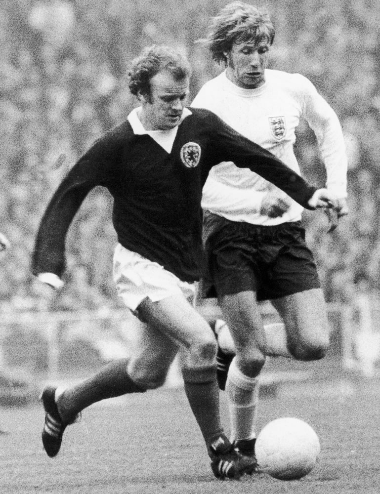 Billy Bremner and Colin Bell clash.. Art Print