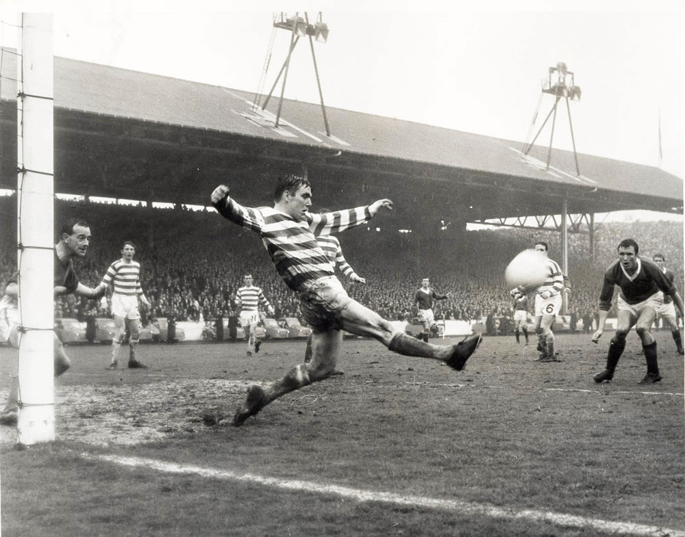Bobby Murdoch of Celtic clears.. Art Print