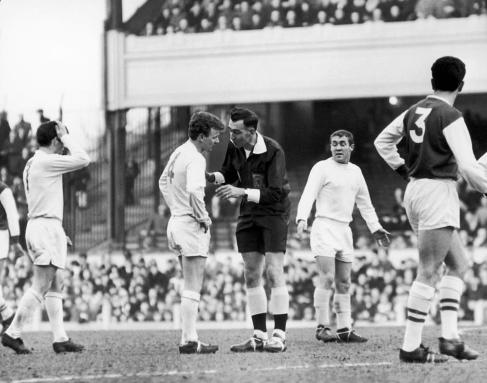 Arsenal 1 v Leeds 2. Referee Handley.. Art Print