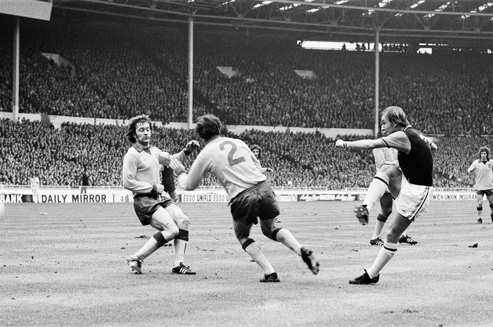 Aston Villa 1-0 Norwich City, 1975 League Cup Final, 1st March 1975 Art Print