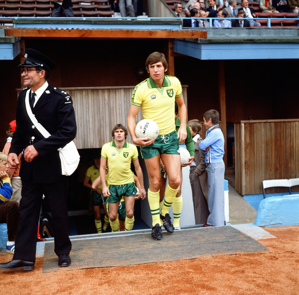 Coventry City 4 v Norwich City 1. Martin Peters. 28th August 1978. Art Print