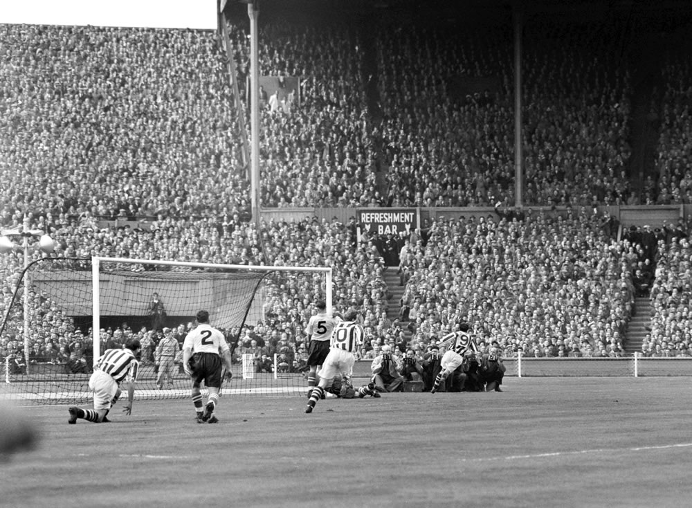 1954 FA Cup Final at Wembley Stadium. West Bromwich Albion 3 v Preston.. Art Print
