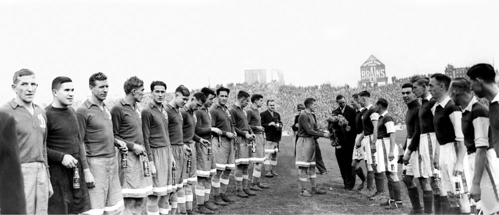 Cardiff City and Dynamo Moscow players.. Art Print