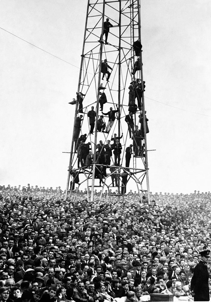 A packed crowd at Ninian Park, home.. Art Print