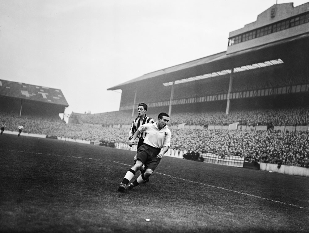 Tottenham Hotspur v Newcastle United, November 1950 Art Print
