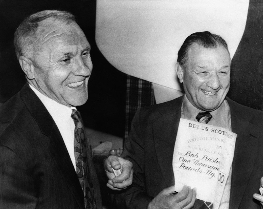 Bob Paisley (R) and Bill Shankly, both former managers of Liverpool FC... Art Print