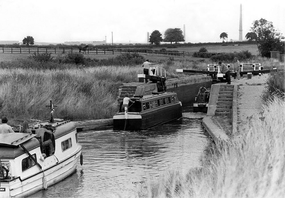 Holidaymakers negotiate the lock at.. Art Print