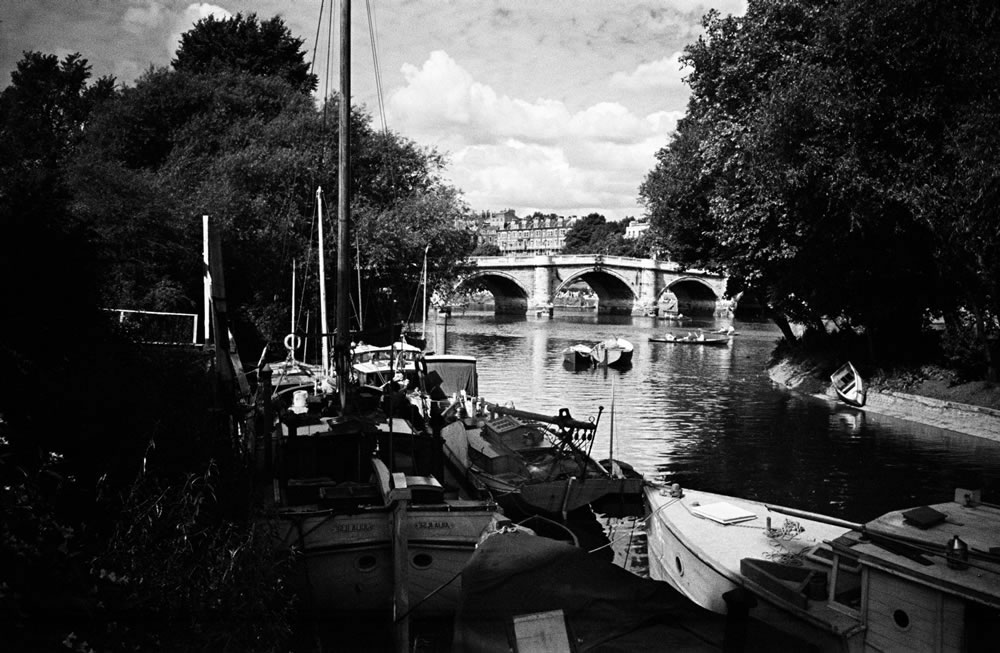 Scenes along the River Thames in.. Art Print