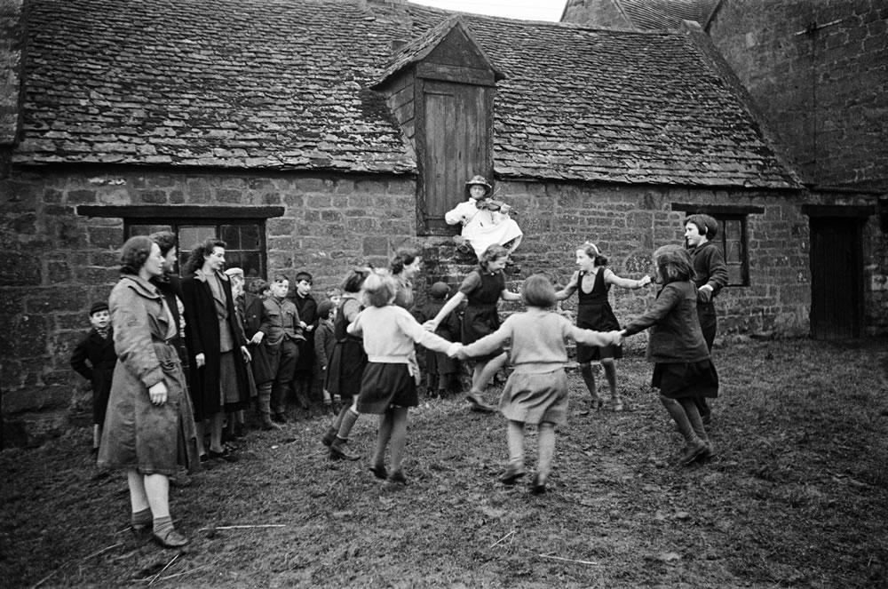 Villagers dance to the Ilmington.. Art Print