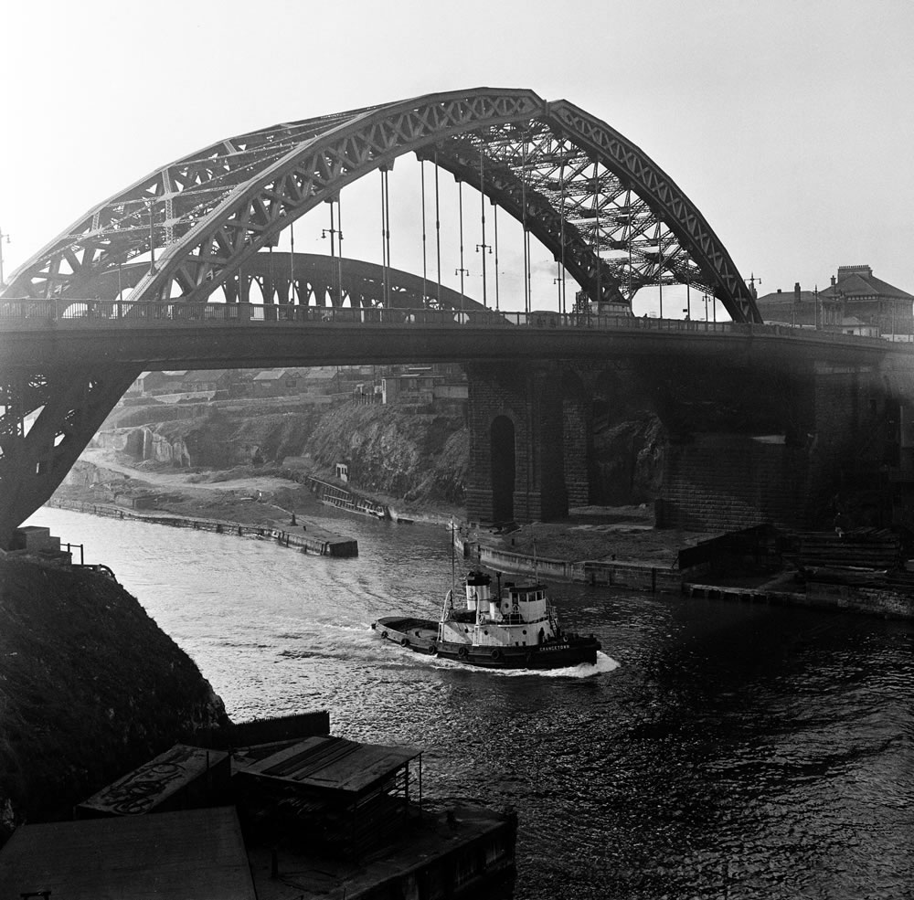 The Wearmouth bridge over the River.. Art Print