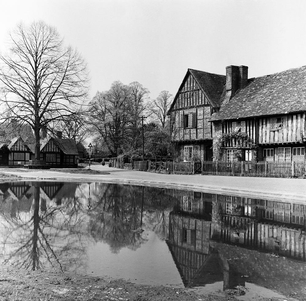 Views of Aldbury Village, near Tring in.. Art Print
