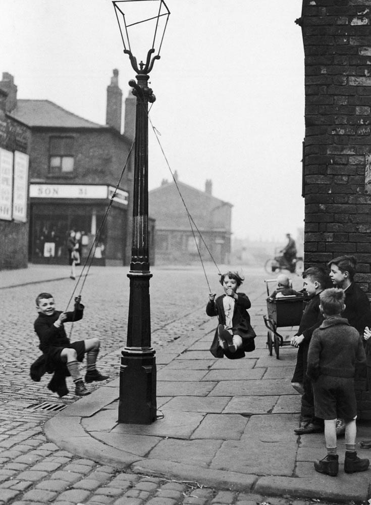 Children in a Manchester Street find.. Art Print