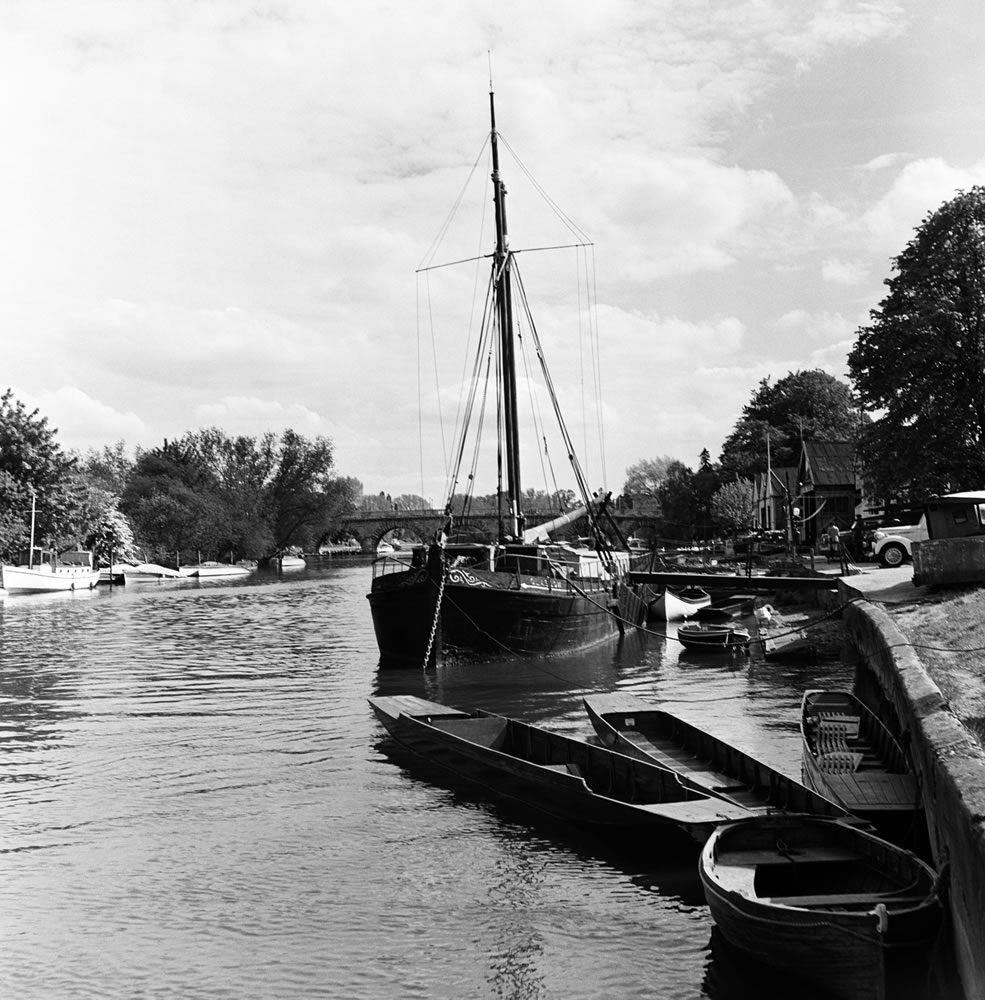 River Thames and Maidenhead Bridge... Art Print