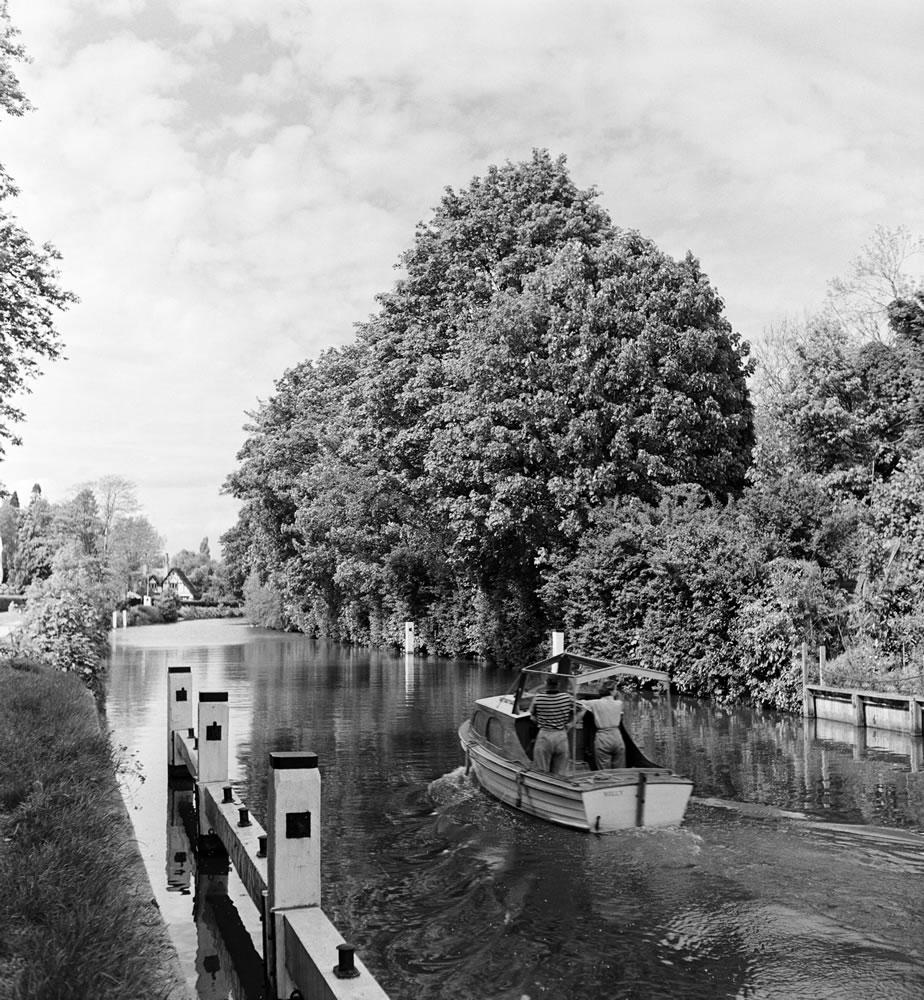 River scenes in Maidenhead, Berkshire... Art Print