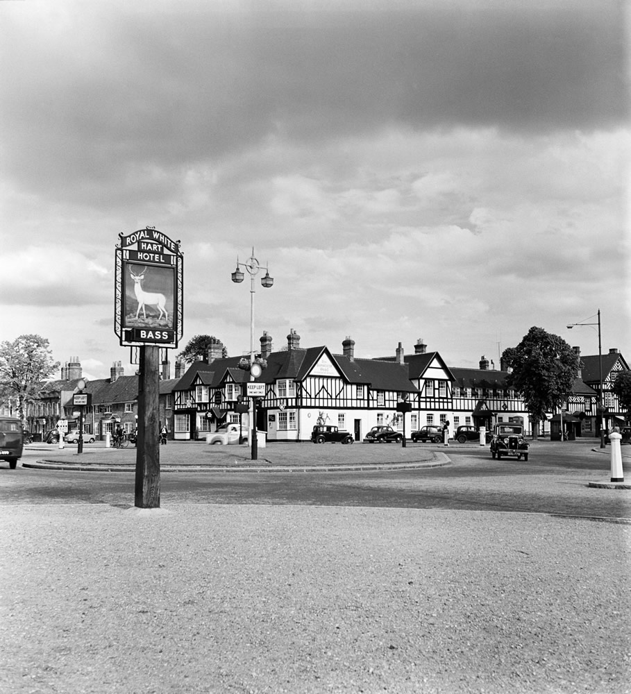 Beaconsfield, Buckinghamshire. 1st June 1954. Art Print