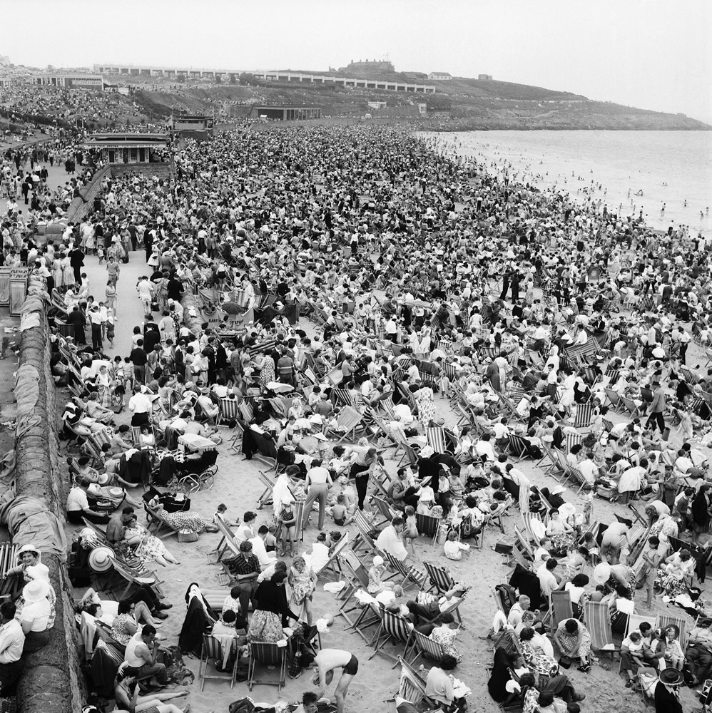 Holiday Crowds at Barry Island: The fantastic holiday crowds which took.. Art Print