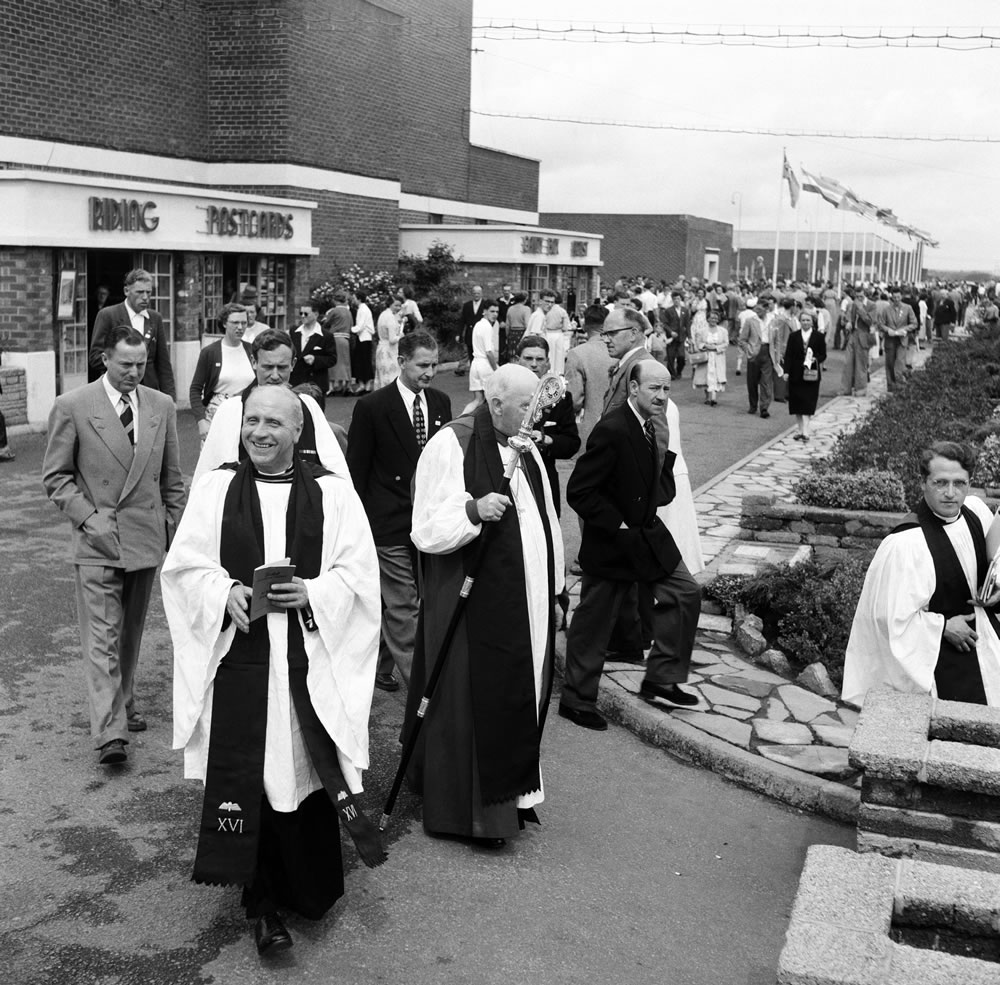 Dr. Cyril Garbett, the Archbishop of York visiting Butlins Holiday Camp,.. Art Print