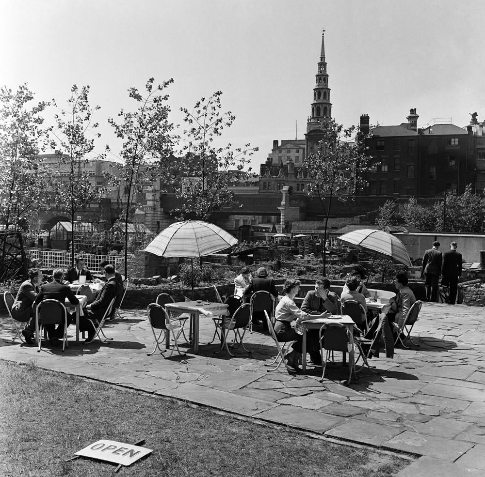 Ludgate Gardens, London, 1954 Art Print