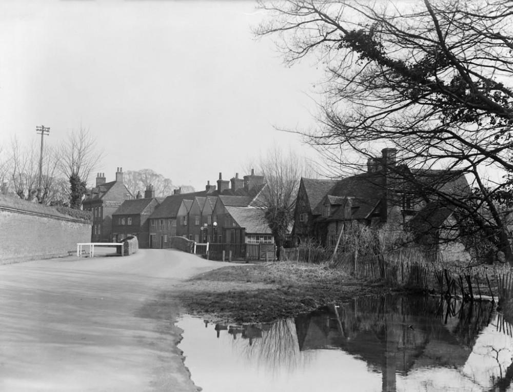 Bridge in Denham village 1936 - Art Print Art Print