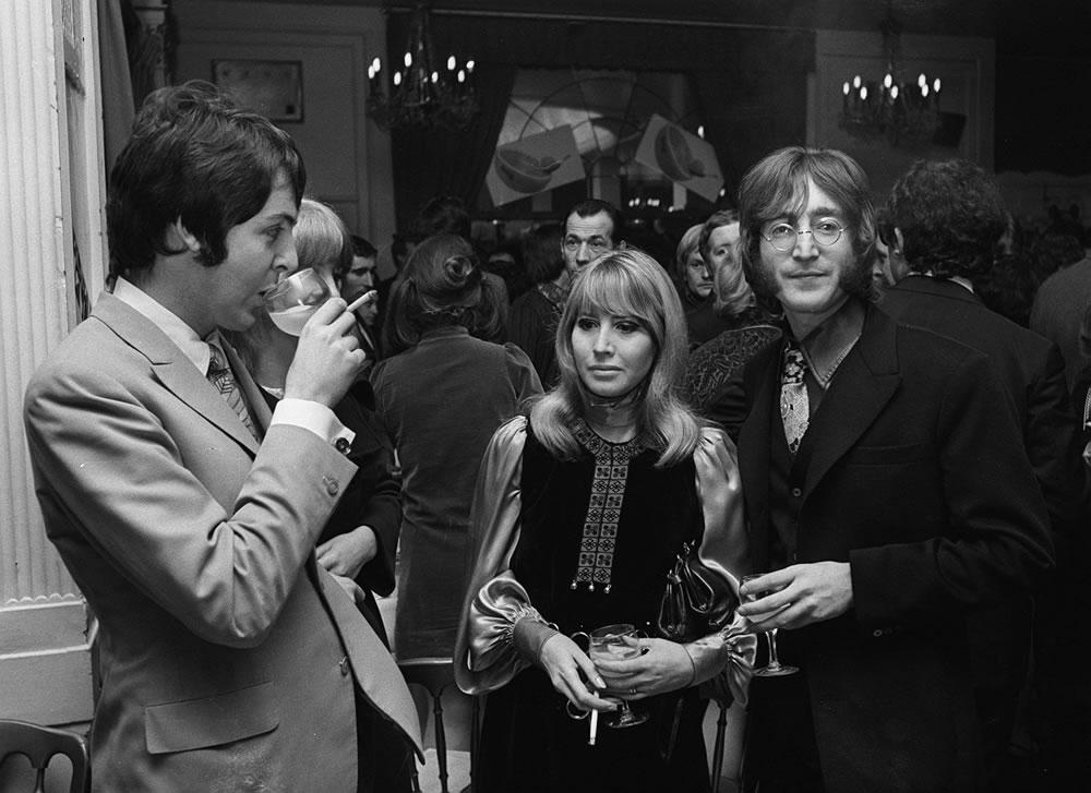 John Lennon with wife Cynthia and Paul.. Art Print