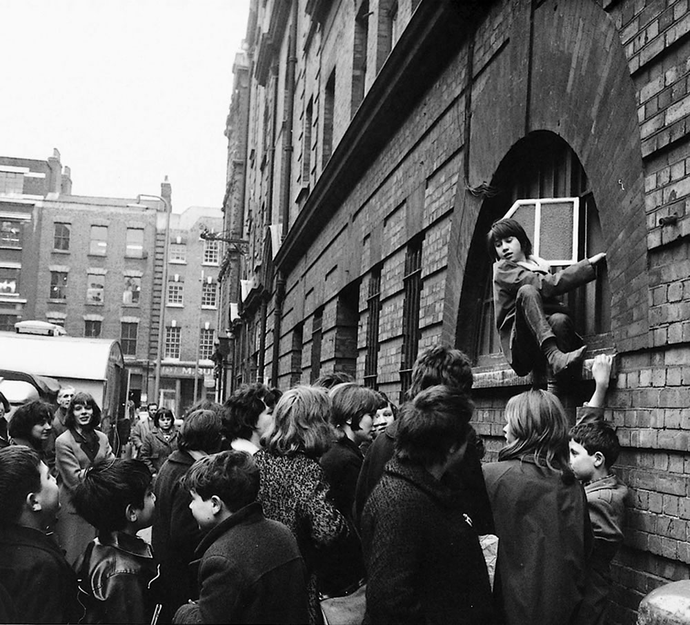 The Beatles: 1964 Fans trying to get.. Art Print
