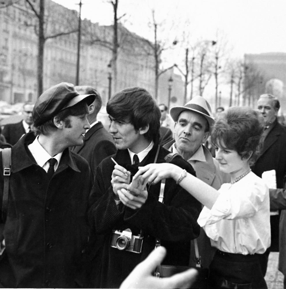 The Beatles: 1964 John Lennon & George.. Art Print