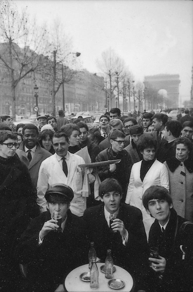 The Beatles: 1964 The Beatles sitting.. Art Print