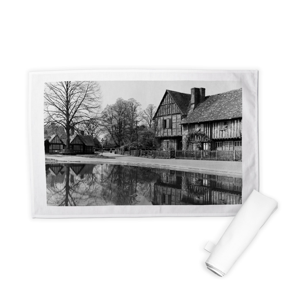 Views of Aldbury Village, near Tring in.. Tea Towel