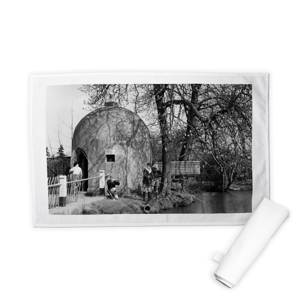 The Cage and village pond in Shenley,.. Tea Towel